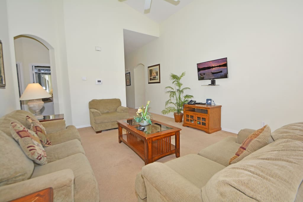Couch, Furniture, Bedroom, Indoors, Room