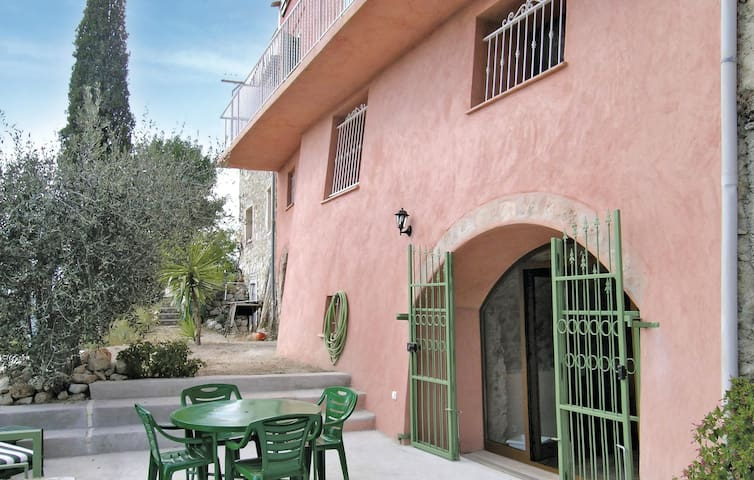 Holiday apartment with 1 bedroom on 30m² in Castagniers