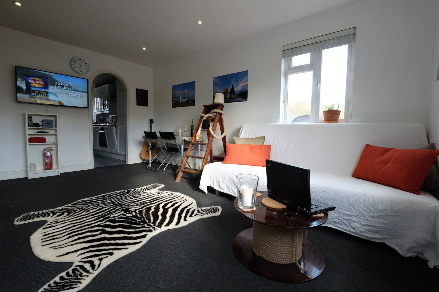The living room is facing the Southwark Park and is light and spacious.