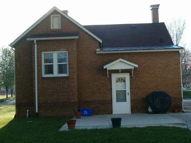 Ranch Home close to SIUE and Downtown ST. Louis - Edwardsville - Casa