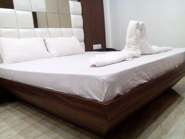 AC Deluxe Room-4 (Double Bed)