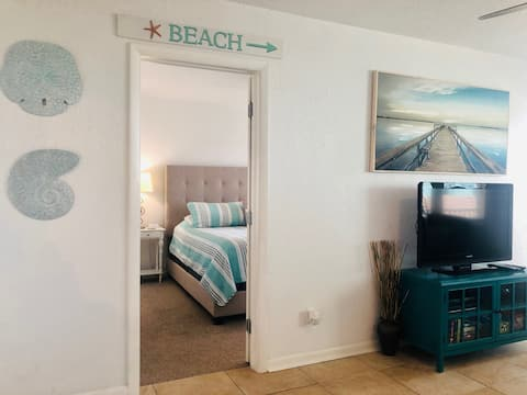 1 BR/1BA beachfront, pool, laundry, pass-a-grille