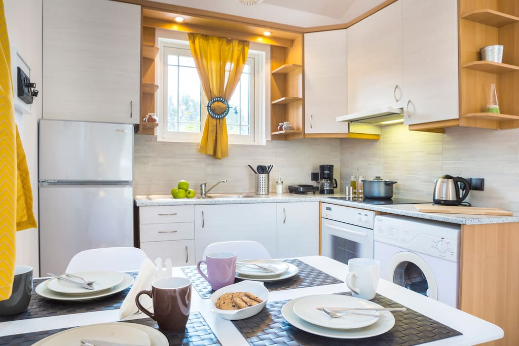 Fully equipped kitchen with white goods