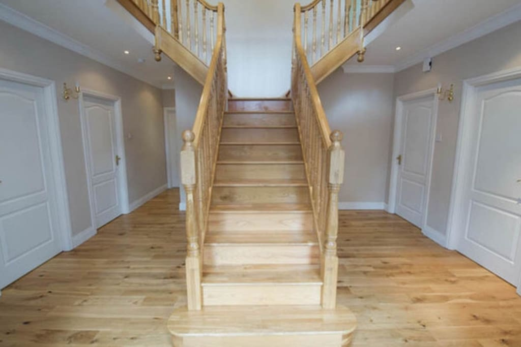 Bright and spacious entrance hall