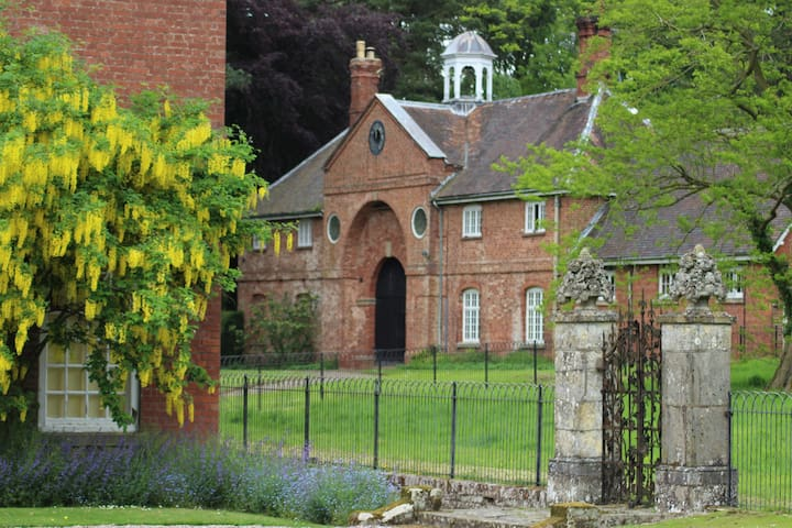 1, The Stables, Henley Hall,  Ludlow