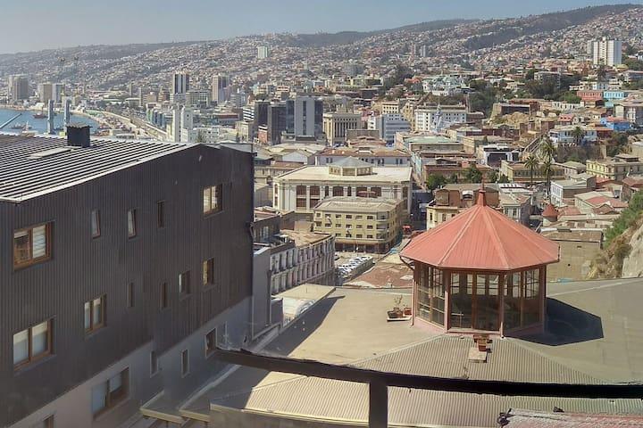 Dormitorio con hermosa vista Cerro Artillería