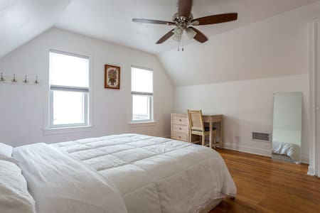 Clean, Comfortable, and Convenient 1 - Lincolnwood
