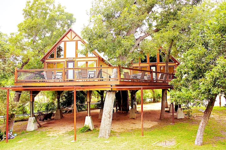 Retreat into Peace & Nature at Geronimo Creek Retreat in a Waterfront Cabin!