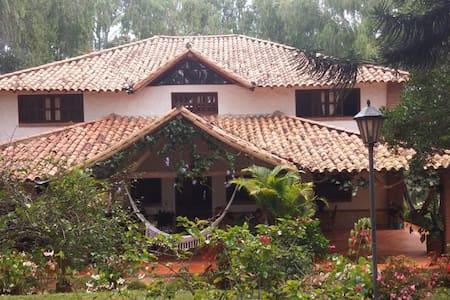 Hacienda El Tibidabo - Finca colonial/Senderismo - Los Santos - Huvila