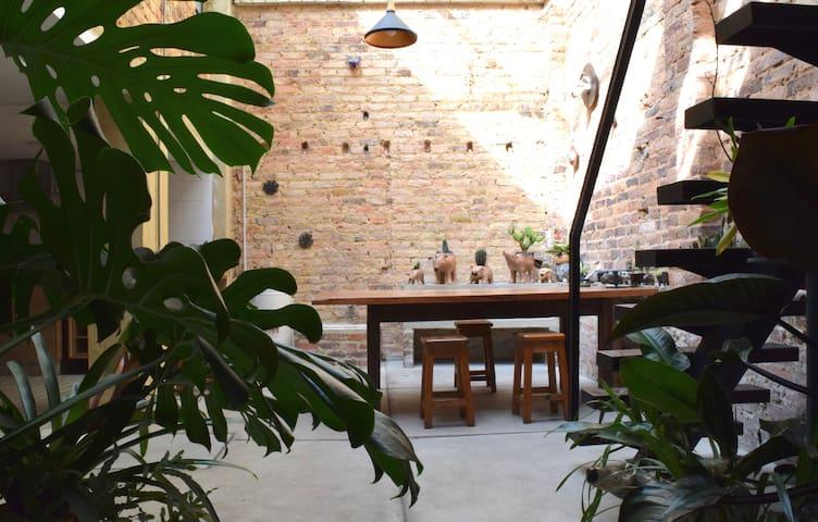 Room in Ceramics Studio-Habitación en La Macarena