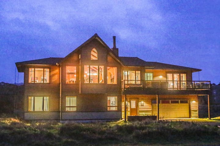 Sea Sanctuary - Beachfront Home w/hottub-Ocean Rm - Fort Bragg - Hus