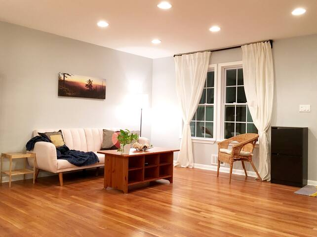 Cozy Master bedroom in the Center of city