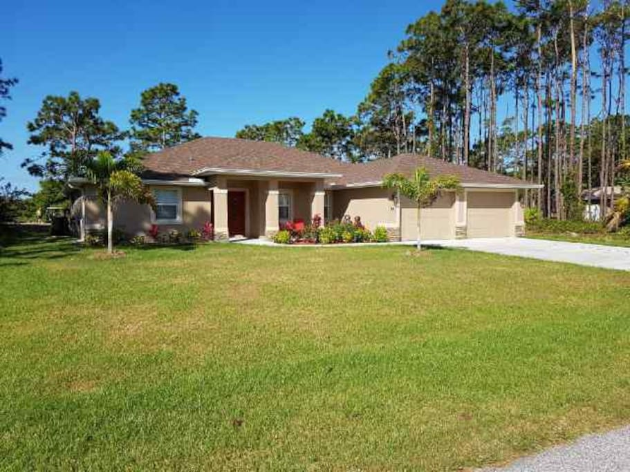 Florida Gulf Coast House. Situated on a quiet street and backs on to a golf course
