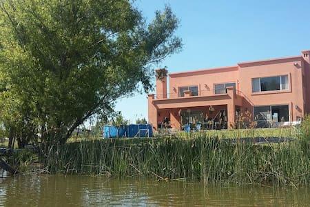 ENERO Casa a la laguna en TIGRE - Benavidez