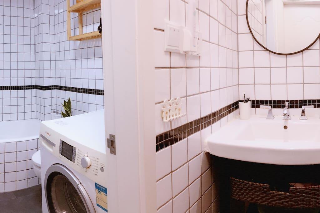 Panoramic bathroom;