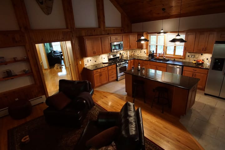 Secluded Luxury Home on 5 Acres with Hot Tub - Rhinebeck - House