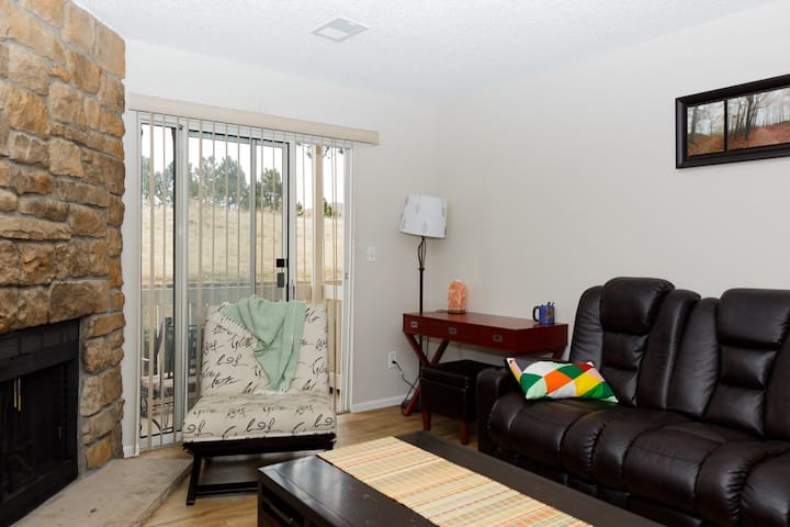 Private One Bedroom Condo Getaway! - Aurora