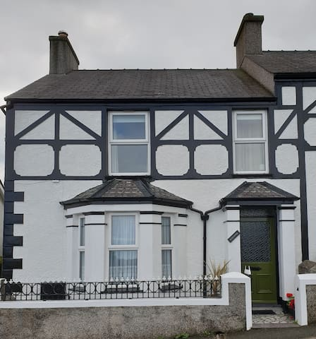 Snowdonia period home with mountain and sea views