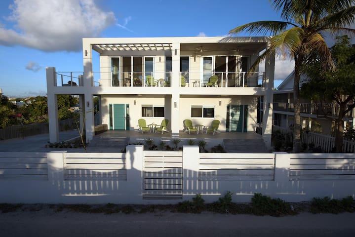 Drift Villa's twin suites (Palm & Turtle)