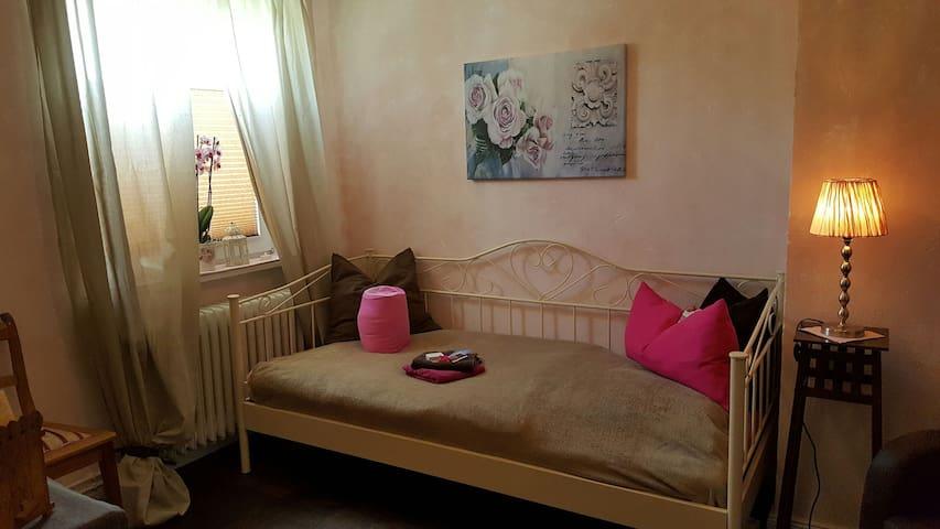 Cosy room in the suburbs of Hamburg