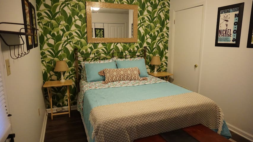 Private Guest Suite in Five Points - Walk to UGA!