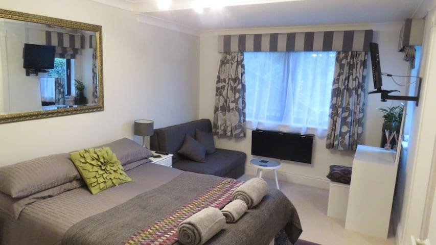 Palm Villa - Self Catering Private Annex - Onchan - Annat