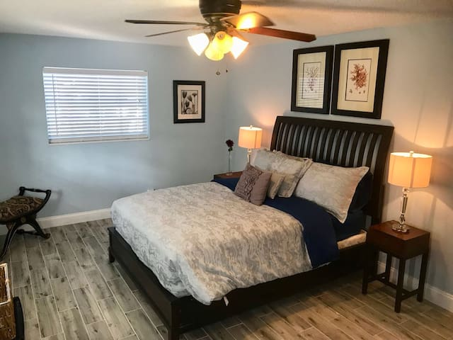 Extra large room in East Fort Lauderdale.