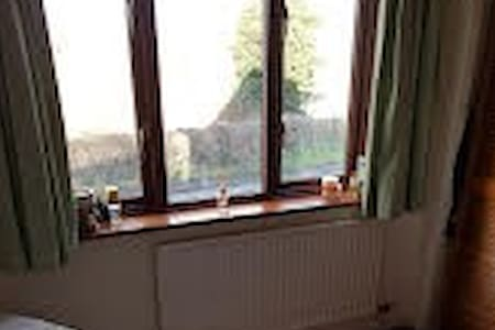 Light, airy large double room - Dobshill