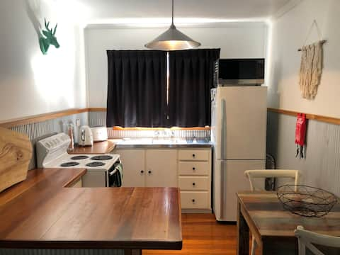 REQUIRES QLD BORDER PASS    Nightly stays. Studio