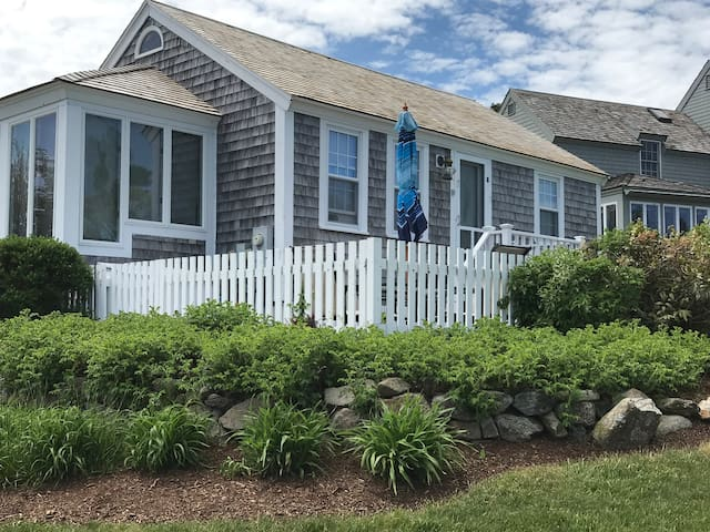 CAPE COD COTTAGE STEPS TO PRIVATE BEACH