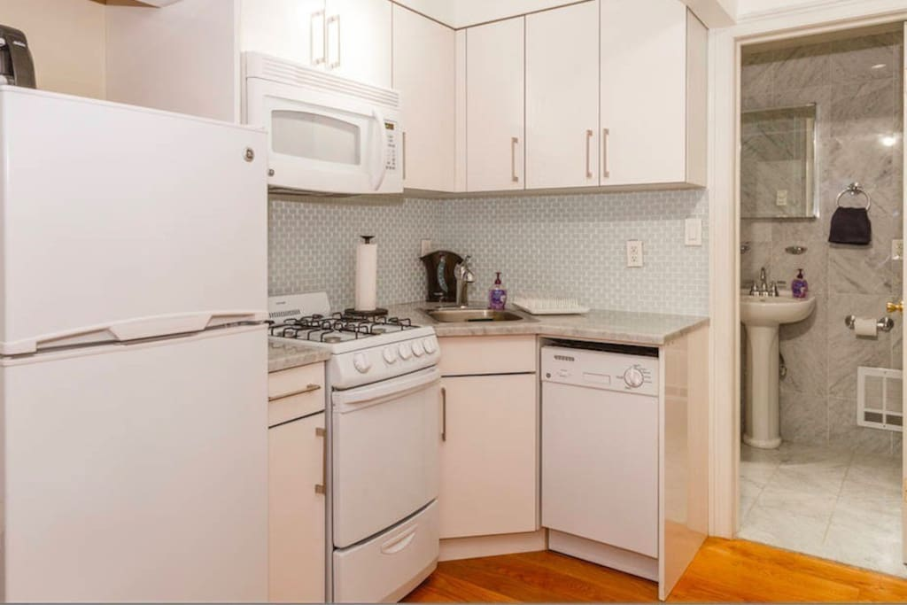 Updated Granite Kitchen with Dishwasher