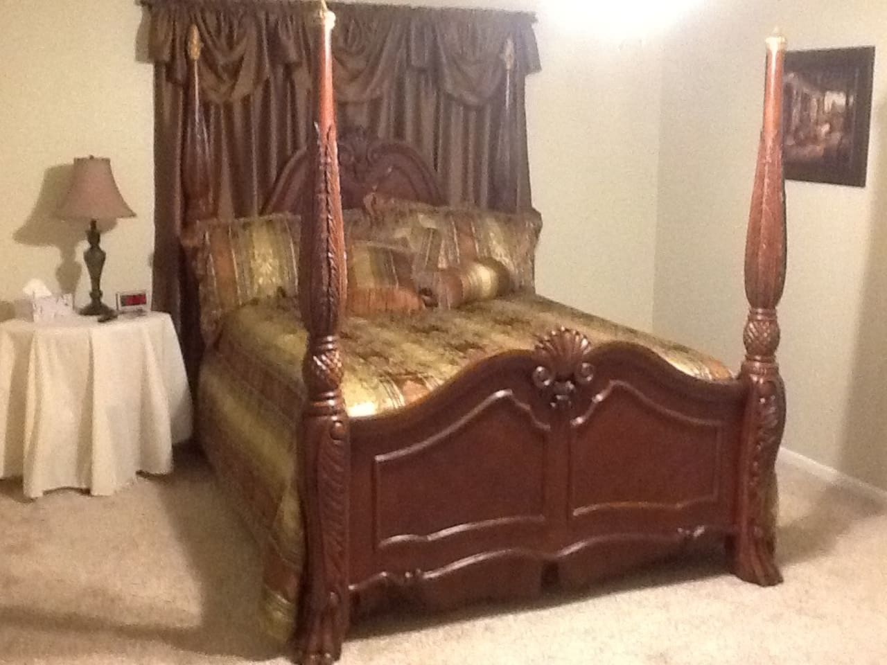 Queen bed in large master. Roku TV mounted on the wall. A single bed can also be set up if requested.
