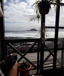 Ventanas al mar: Vista de Lobos y Lanzarote