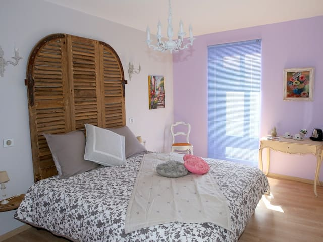 LAPIS LAZULIS Room