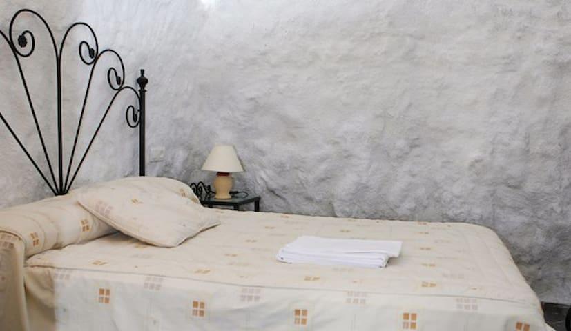 dormitorio casa cueva