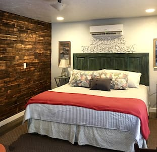 Alley Bett Private Cottage 6 Blocks from Main St - Fredericksburg - Rumah Tamu