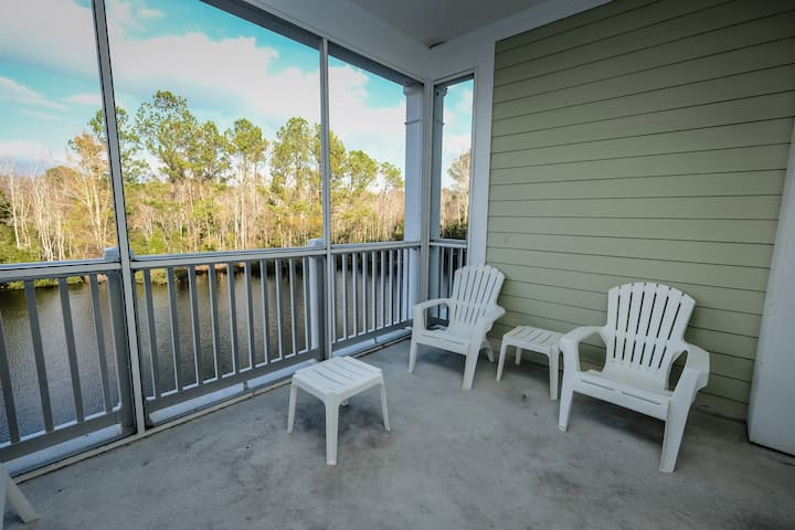 1Bed/1Ba Suite has scenic view -screened in porch!