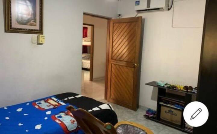 Habitación sencilla, cerca del Gran Malecón.