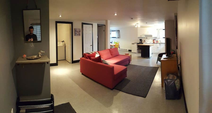 Large appartement for 6; 20 minutes from DT MTL - Longueuil - Lejlighed