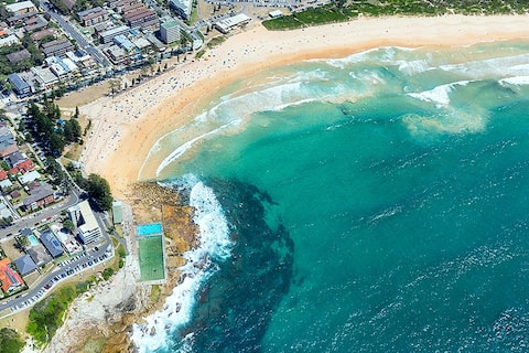 Beach Vibes at Dee Why - steps to beach and shops