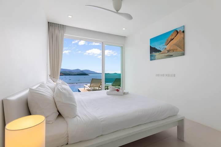 This bedroom directly to swimming pool.