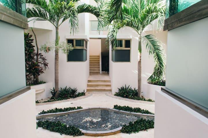 Luxury Apartment 13