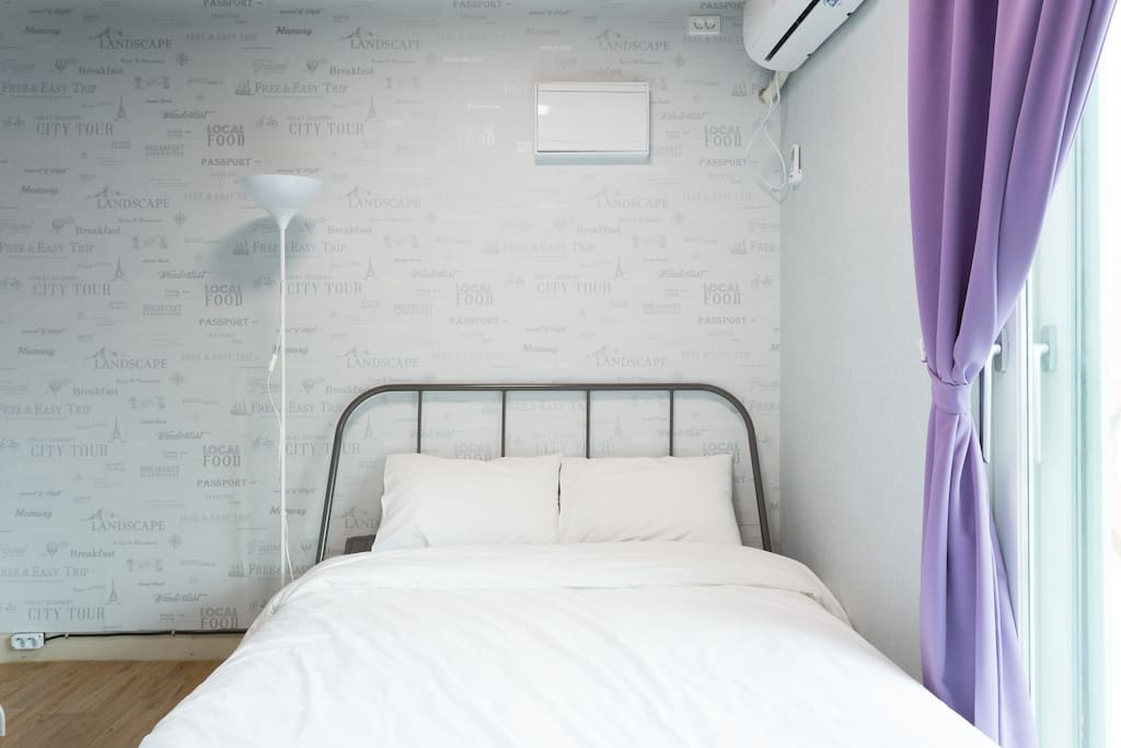 Queen double bed room with terrace
