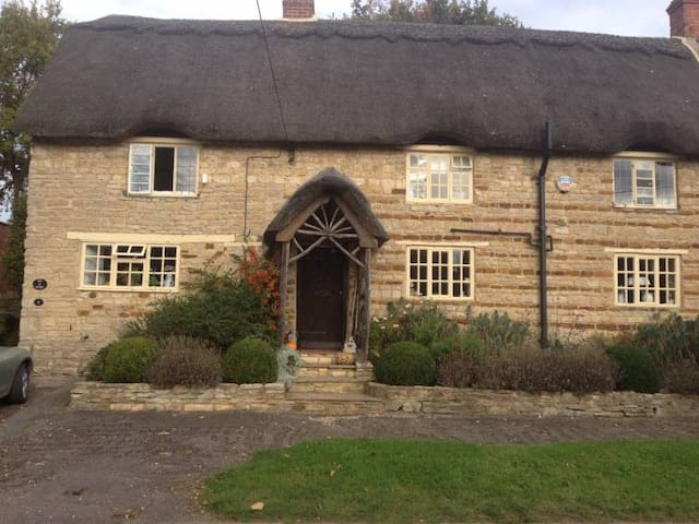 Room in Northamptonshire village character cottage