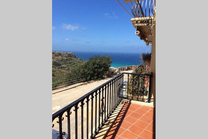 Clff top apartment with incredible view - Gozo - Huoneisto
