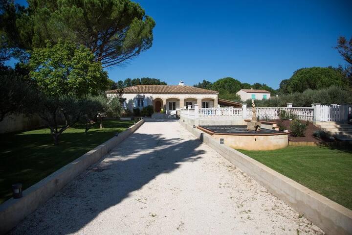 Villa à 5 minutes du pont gard - Castillon-du-Gard - Villa