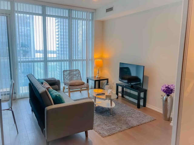 Beautiful condo | Large balcony | Downtown Toronto