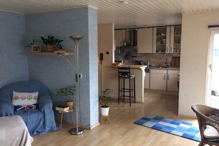 Cosy studio apartment near centre - Kassel - Huis