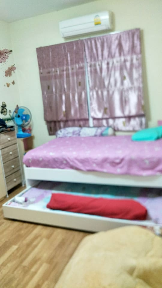 ห้องนอนด้านบนสามารถนอนได้ 2 คน
