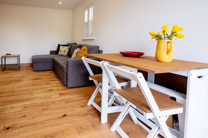 Three Tuns Apartments - Oak